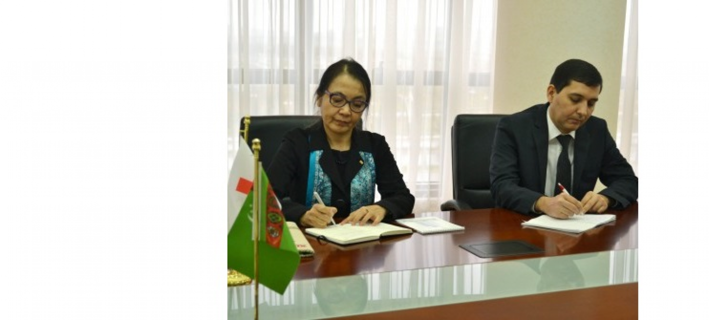 A MEETING WAS HELD AT THE MINISTRY OF FOREIGN AFFAIRS OF TURKMENISTAN WITH THE DELEGATION OF THE IFRC