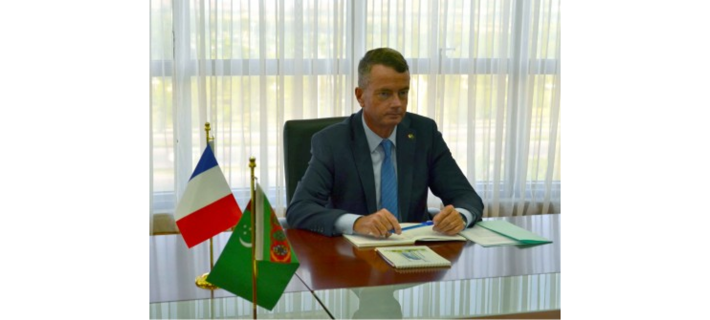A MEETING WAS HELD IN THE MFA OF TURKMENISTAN WITH THE AMBASSADOR OF FRANCE